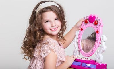 دور کردن کودک از آرایش کردن,آرایش کودک,آرایش کردن کودک