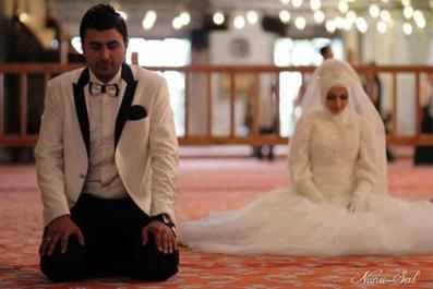 چه بکنم شوهرم به نماز علاقمند شود؟,چیکار کنم زنم به نماز علاقمند شود؟,ایجاد علاقه نماز در شوهر