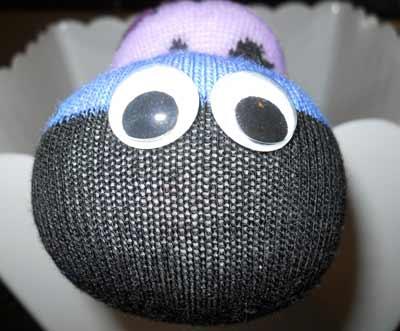 ساخت عروسک کرم با جوراب,ساخت عروسک هزارپا با جوراب