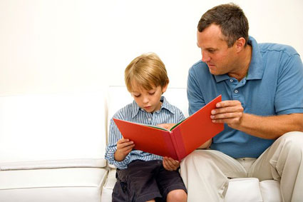 کودک علاقه مند به مطالعه,توانایی های کودکان,نام کودک,علاقه های کودکان